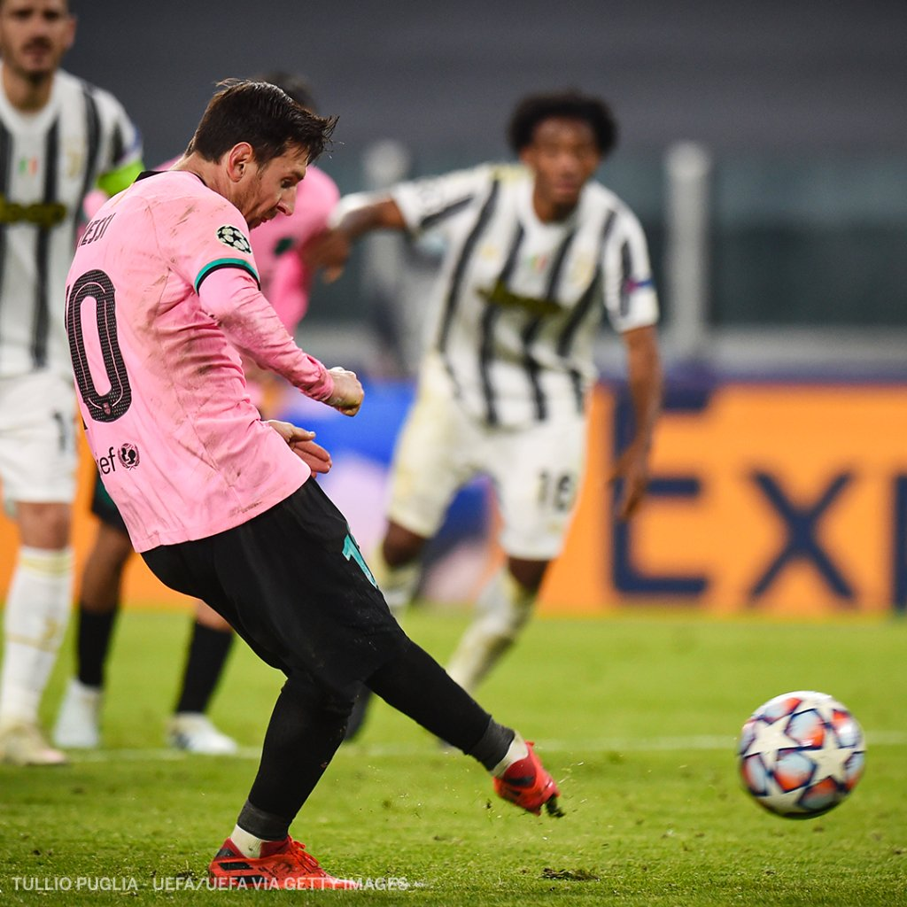 Lionel messi scores a penalty against juventus